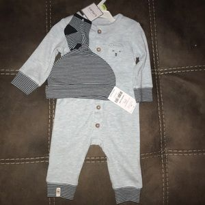 Long sleeve onesie with hats and socks